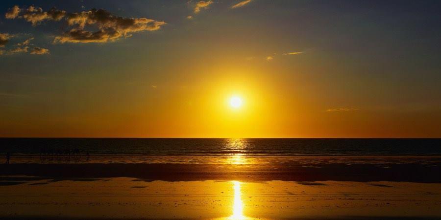 هل الشمس هي من تدور فوق الأرض أم أن الأرض هي من تدور حول الشمس ؟