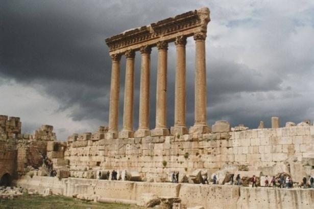fake_history.jpg (150 KB) هل التاريخ الذي ندرسه حقيقي ام مزور ومحرف؟ هل الشخصيات والاحداث التي نتعلمها عن الاغريق و اليونان و الرومان والبيزنط حقيقية؟